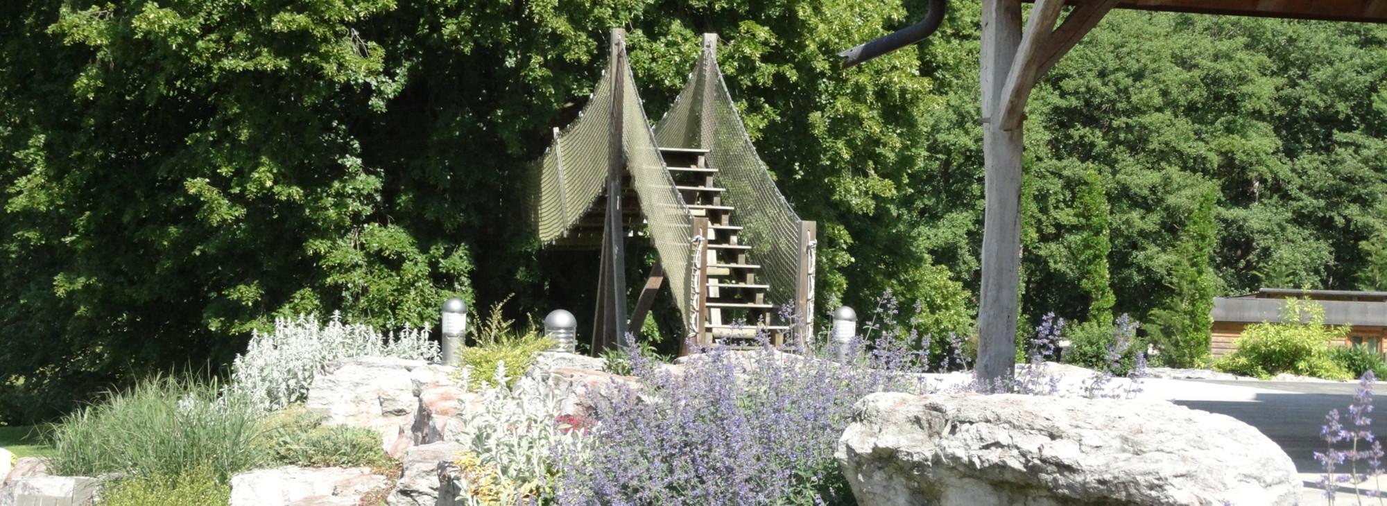 construction de cabanes sur pilotis ou dans les arbres galoupi. Black Bedroom Furniture Sets. Home Design Ideas